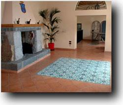 Pavimenti vietresi pannelli quadrati in ceramica di - Piastrelle per camino ...