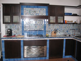 foto di rivestimento cucina di piastrelle 10x10 : antica Ceramica - ceramica vietrese artigianale, pavimenti e ...